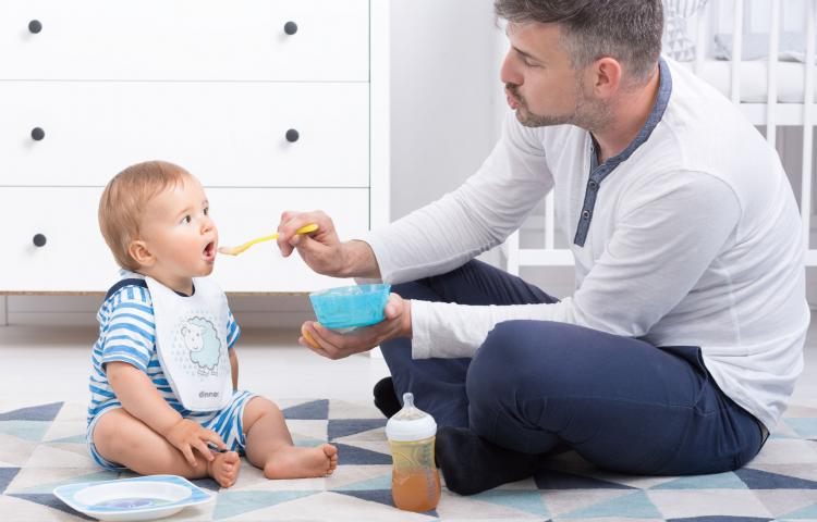 Nieuwe vaders willen langer in de luiers zitten (bron: PW)
